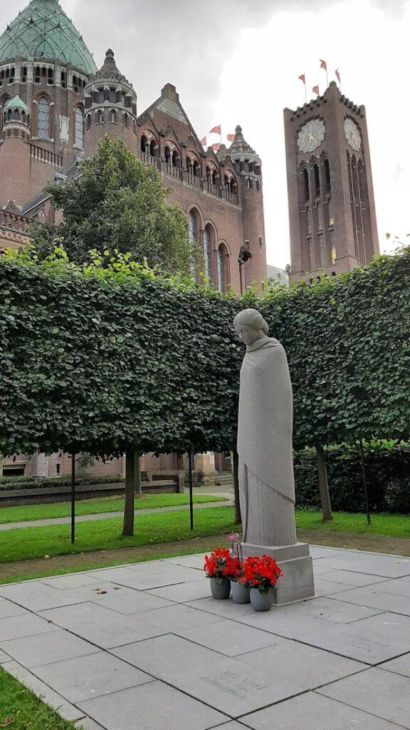 Monument near Bavo church of executed men